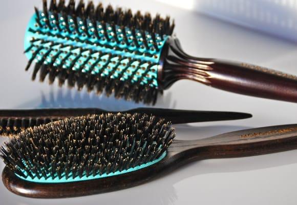 Как правильно выбрать щетку для волос